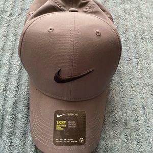 NWT Nike Grey Legacy 91 Tech Golf Hat, One Size